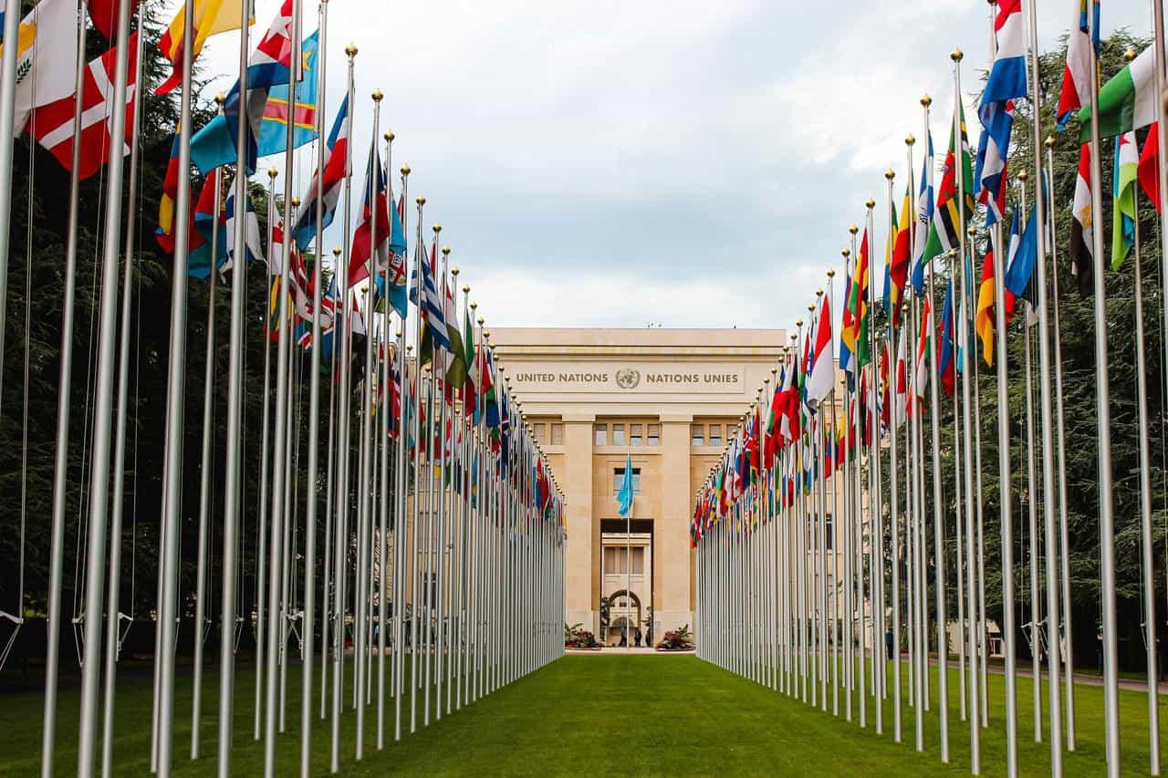 Cómo se derrumbó el plan de vacunación global de la ONU
