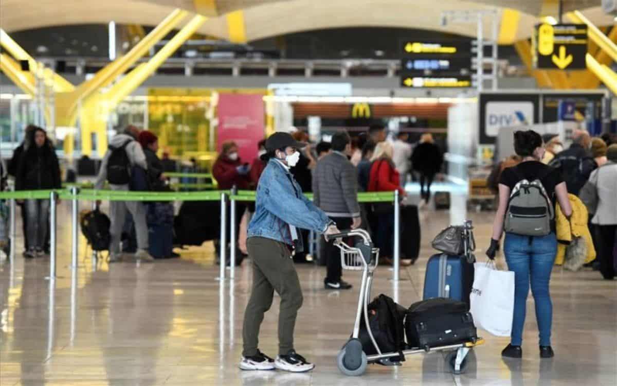 España impone una cuarentena obligatoria para viajeros que lleguen de la Argentina.