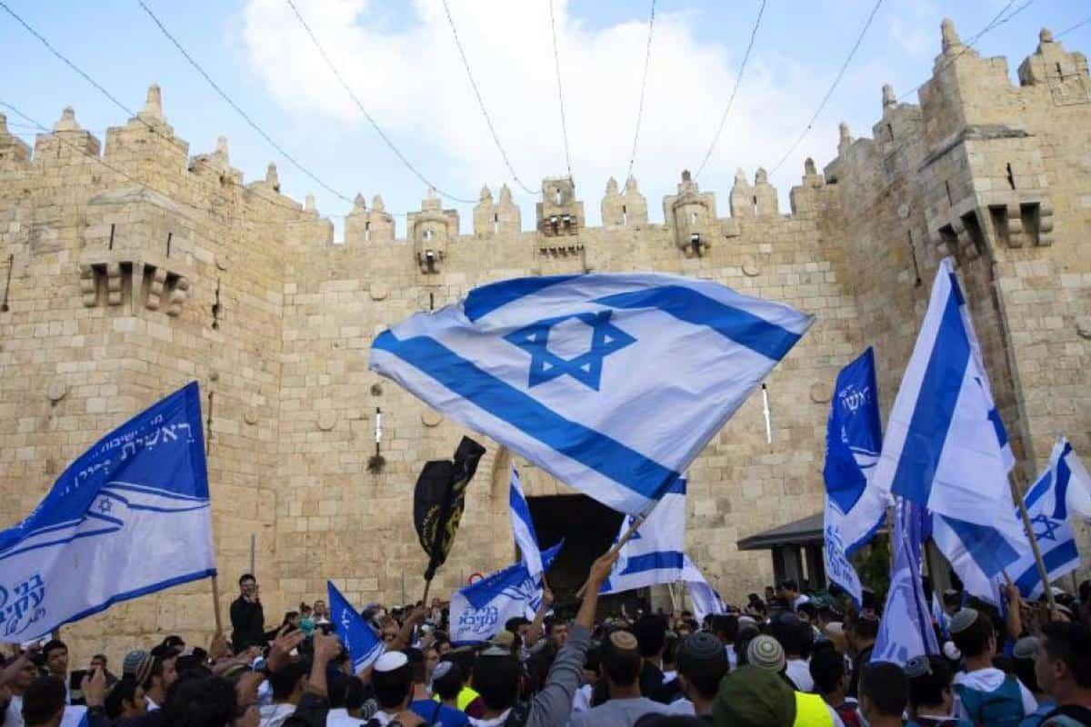 Israel sufre un pico de casos y reimpone el pase sanitario