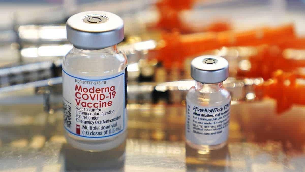 Moderna: discrepancias entre los anuncios y la aplicación de las dosis