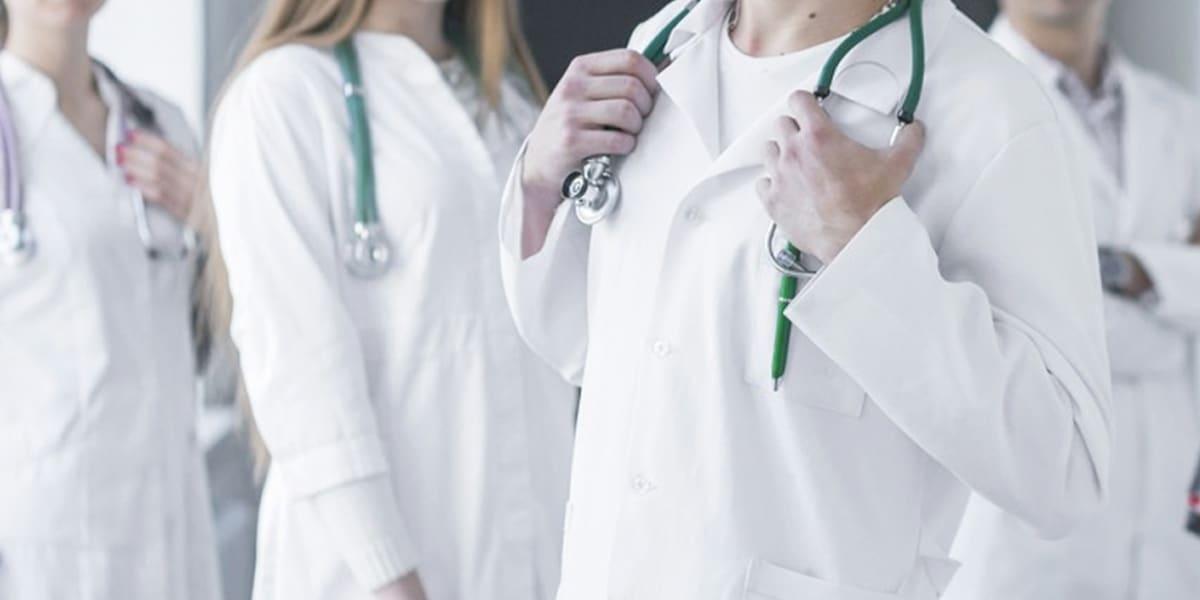 Graduados. Médicos y enfermeros que ansían ya pelear en la trinchera más difícil