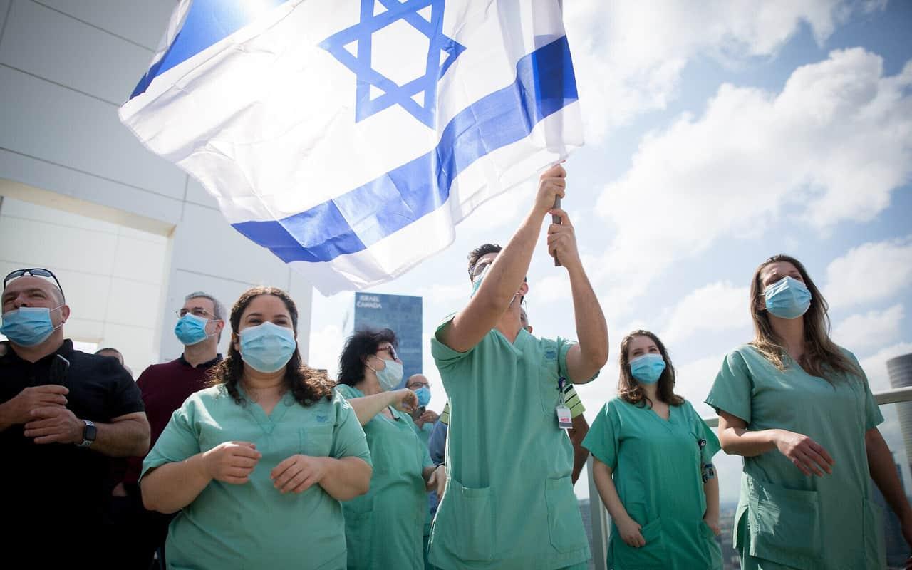 Israel, de líder en vacunación a ser uno de los países con el mayor ritmo global de aumento de casos